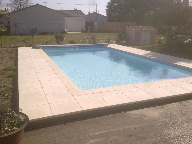 intallation piscine traditionnelle liner gris fonc a