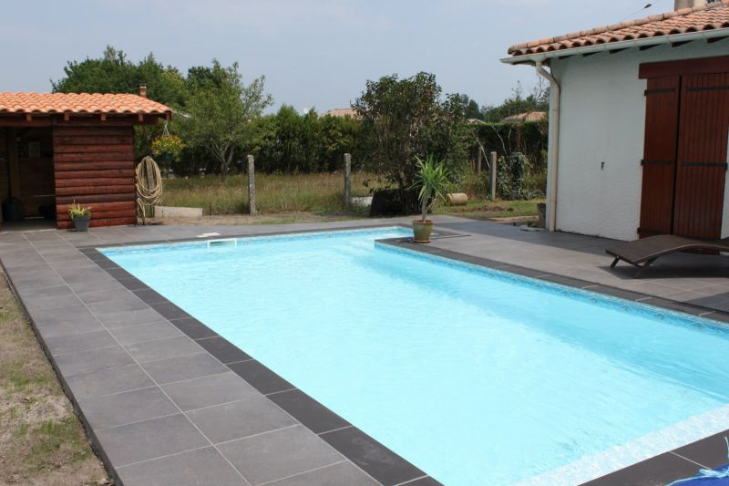 Terrasse piscine bois ou carrelage diverses for Carrelages pour piscine