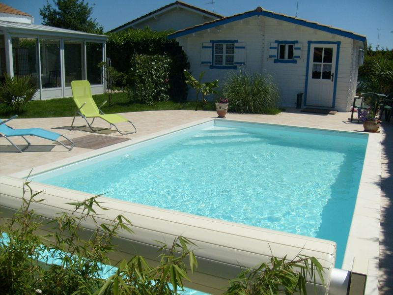 Intallation piscine traditionnelle liner gris fonc a for Piscine portable prix