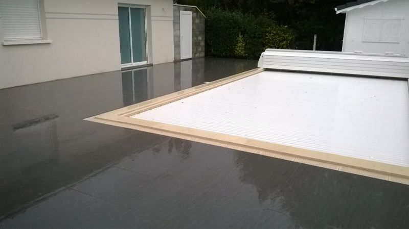 Carrelage terrasse piscine pas cher for Carrelage piscine blanc