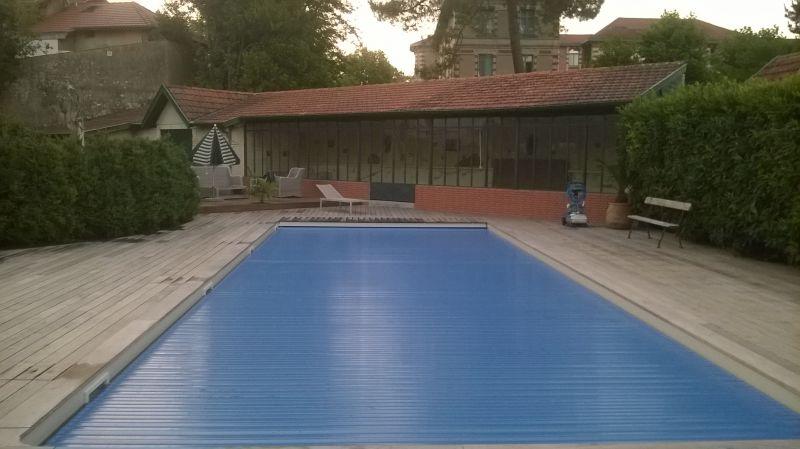 Piscine 15x5 avec volet immerg et lames solaires for Prix piscine maconnee