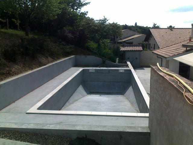 Construction r alisation et pose de piscine vers biganos for Prix construction piscine beton