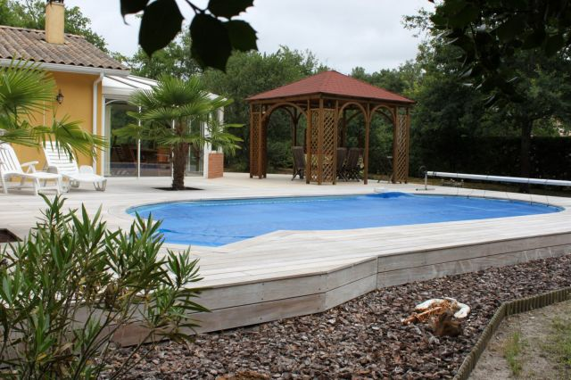 Am nagement des abords de piscine terrasse et pool house for Amenagement exterieur piscine