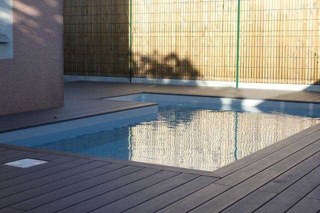 Voir des images et photos de piscines originales vers arcachon les piscines - Piscine avec liner gris clair ...